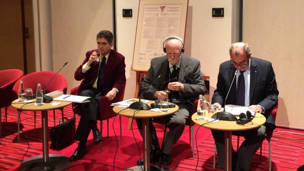 La masa vorbitorilor, Theodor Paleologu, Constantin Bălăceanu-Stolnici și Panagiotis Moutzourakis.