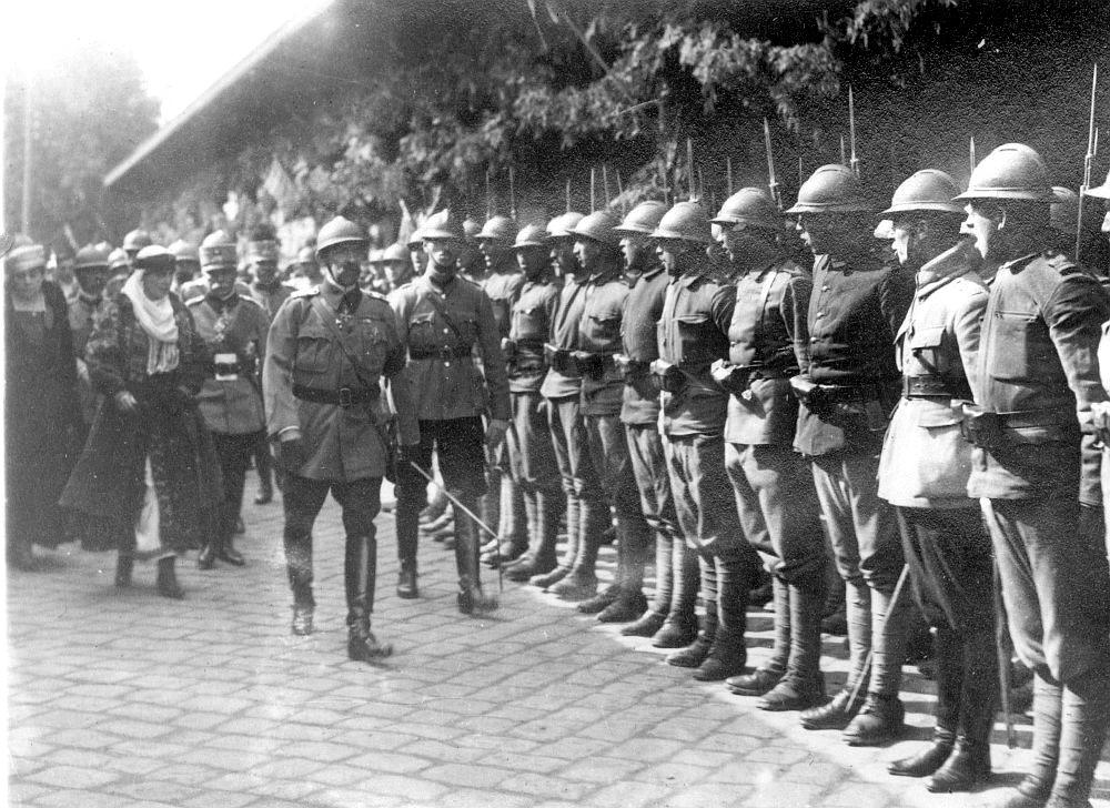 Imagini pentru armata romana apara marea unire